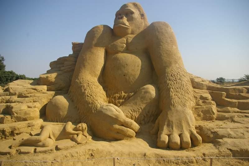 Кинг Конг - пясъчни скулптури