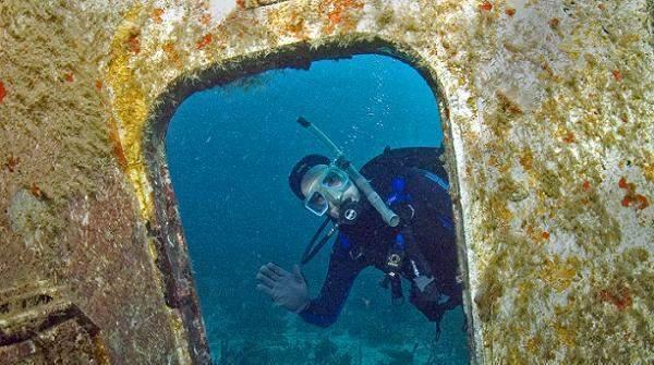 Подводно гмуркане до останки от самолет